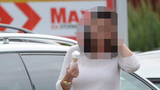 Den 41-åriga kvinnan nekar till att ha mördat sin pappa i familjens sommarstuga. Foto: OLLE SPORRONG