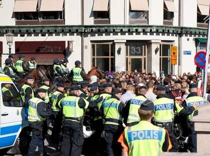 Oroligheter bröt ut i samband med att Sverigedemokraterna skulle hålla torgmöte på Kungsportsplatsen i Göteborg. Foto: Anna-Karin Nilsson