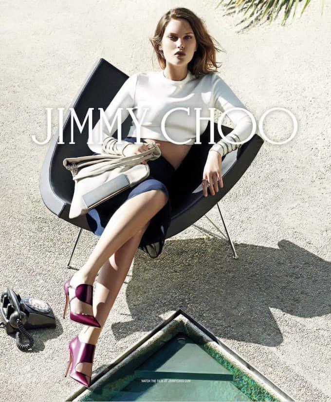 Australiska modellen Catherine McNeil för Jimmy Choo höst/vinterkollektion 2014/15. Ett par drömskor från Jimmy Choo shoppar man gärna i rätt storlek.