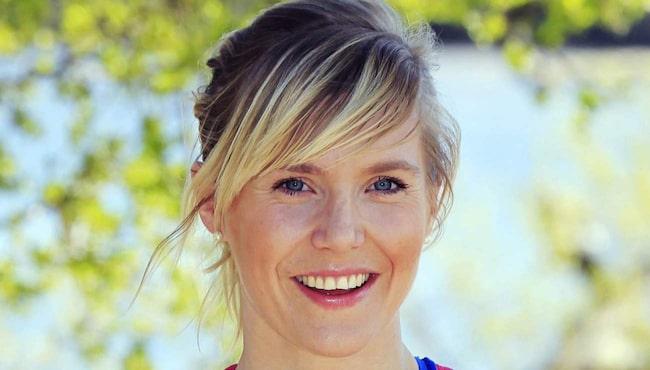 Diggar musik. Personlig tränaren Lovisa Sandström tycker att det är utmärkt att lyssna på musik när du tränar.