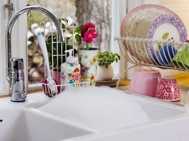 Undvik att skapa diskberg. Folk som diskar ofta behöver inte kavla upp ärmarna och ta tag i ett stort berg en gång i veckan.