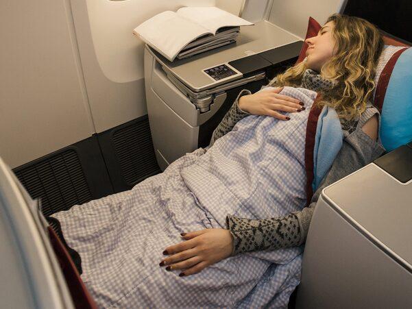 Även American Airlines, världens största flygbolag, har tillkännagett ett nytt samsarbete med ett stort madrassföretag för att uppgradera kuddar och andra sovtillbehör.