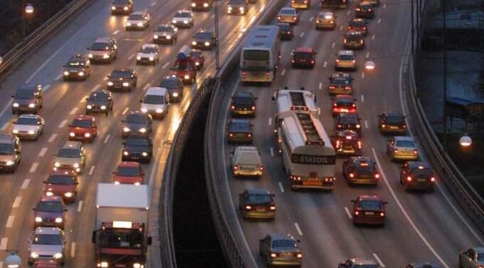 Kö-KAOS. Hur stor plats vill vi egentligen att bilen ska få ta i vårt samhälle? Foto: Kenneth Jonasson