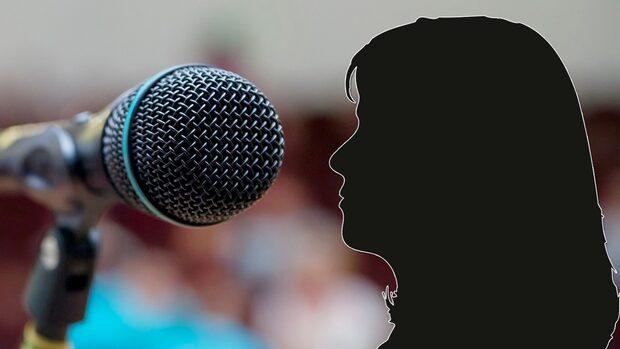 Kvinna anklagade komiker för sexbrott –åtalas för grovt förtal