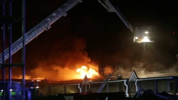 Skola i Kungälv övertänd i våldsam brand