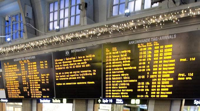 Tågen är försenade. Trafiken ska rulla normalt först klockan 18 på måndag, enligt Trafikverket. Foto: Tommy Pedersen