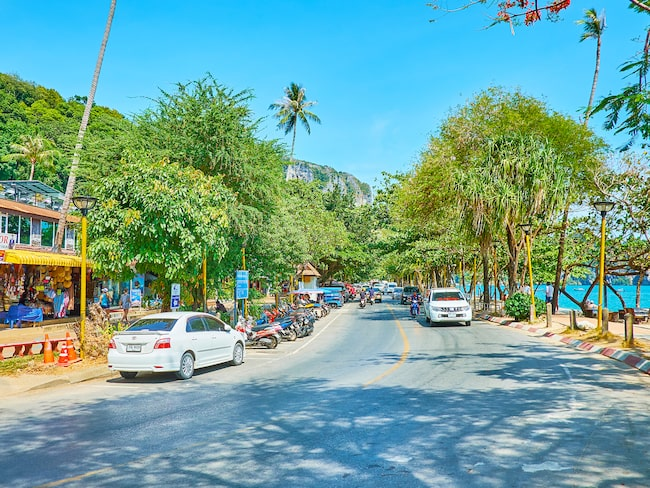 Thailand har vänstertrafik och trafikkulturen skiljer sig avsevärt från den svenska.