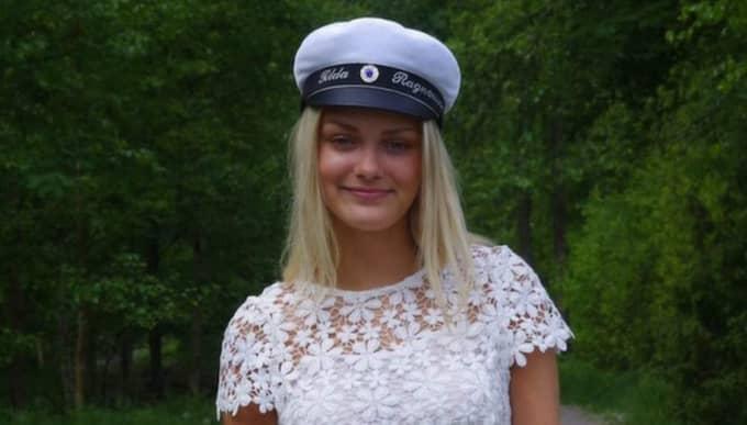 Tilda Ragnarsson, 18, är kritisk till att rektorn säger nej till att vifta med flaggor. Foto: Privat