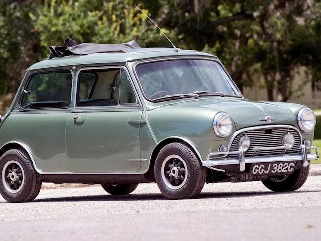 Paul McCartneys specialbyggda Mini är till salu. I bildspelet längre ner kan ni den sista bilen som John Lennon körde.
