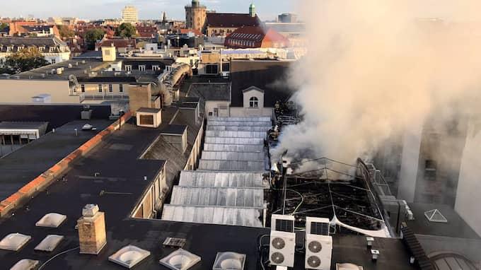 Omfattande skador. Efter storbranden i Illums bolighus i centrala Köpenhamn i helgen planeras en rea på skadade varor. Foto: HOVEDSTADENS BEREDSKAB / SCANPIX DANMARK TT NYHETSBYRÅN