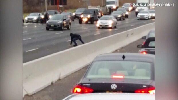 Värdetransporten läckte pengar - kaos på motorvägen