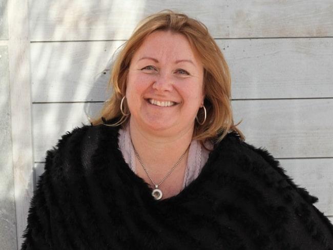 """""""Om man sköter olivträdet rätt kan den bli flera 100 år gammal. Jag har haft mina egna olivträd i 20 år"""", säger Maria S Perlskog, inköpschef på Zetas trädgård."""