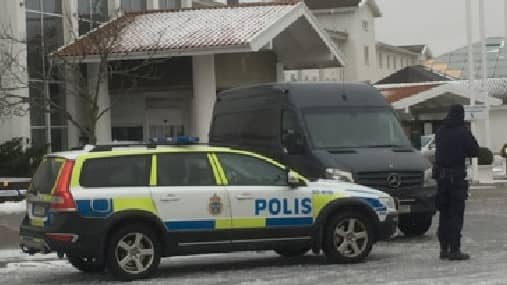 Enligt polisen fick rånarna med sig ett kassaskåp. Foto: SVT