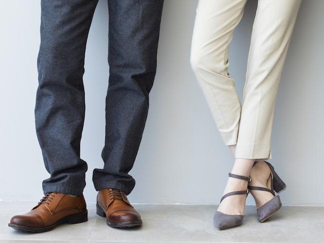 Att stå under långa perioder på arbetet kan öka risken för hjärtsjukdom enligt en ny stor kanadensisk studie.