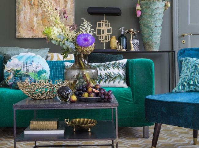 En matta i något djärvt mönster i vardagsrummet eller häftig färg kan göra mycket.