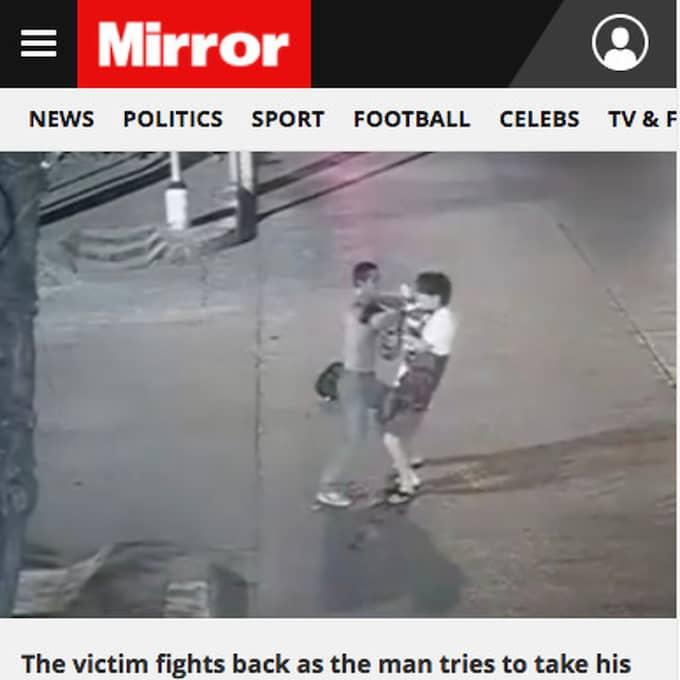 En övervakningsfilm visar hur en man, till synes oprovocerat, ger sig på offret. De båda startar sedan ett våldsamt slagsmål – där gärningsmannen till slut hugger pilotaspiranten i ryggen och i halsen. Foto: Mirror Exclusivepix Media / SKÄRMDUMP