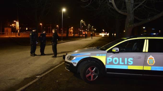 Två personer skadades vid en knivattack på en spårvagnshållplats i Göteborg. Foto: Robin Aron
