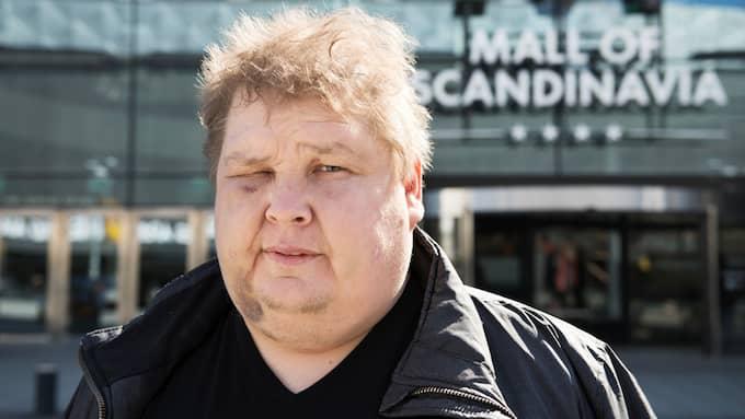 """Brottscentralen träffar Jarmo vi Mall of Scandinavia knappt två veckor efter misshandeln: """"Det känns än i dag som att en pansarvagn har kört över mig"""". Foto: Ann Jonasson"""