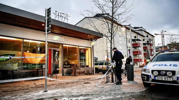 Två bröder sköts ihjäl vid ett kafé i Rinkeby på söndagen. Foto: Alex Ljungdahl