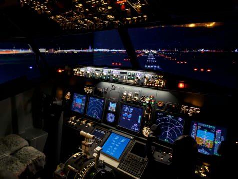 Besökare kan boka in sig för 90 minuter långa flygsessioner under ledning av en instruktör.