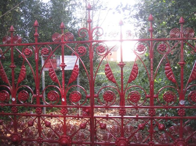 Äntligen får Beatlesfansen komma innanför grindarna.