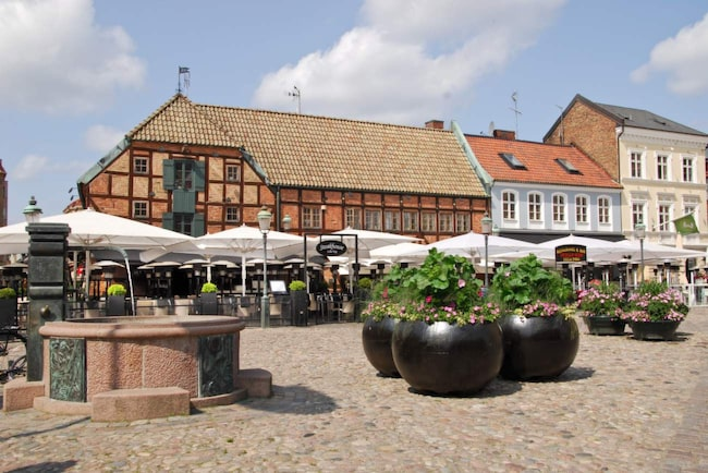 <span>Lilla Torg – perfekt att tillbringa sin första kväll i Malmö på, skriver journalisten Jonathan Bastable.</span>