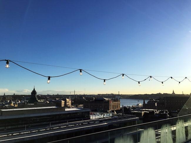 Stockholm under stjärnorna på At six blir till ett vinterland med mat, dryck och aktiviteter.