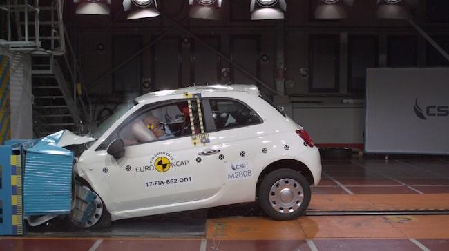 I frontalkrocktestet visade Fiat 500 prov på undermåligt skydd för både förare och passagerare i bak.