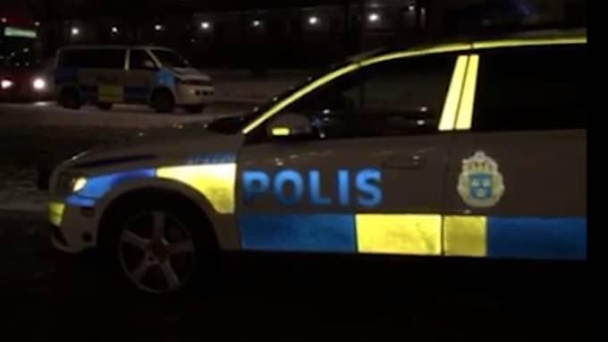 Det var många poliser på plats på informationsmötet i Huddinge.