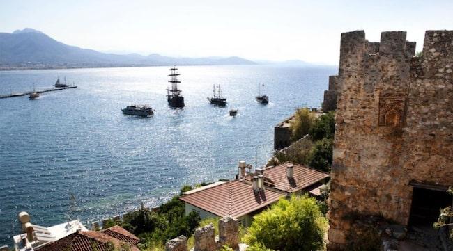I Alanyas gamla stadskärna innanför murarna, möts man av en annan atmosfär än på turistgatorna.