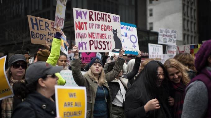 Samtidigt protesterade hundratusentals människor i USA och manifesterade sitt missnöjde med den nyvalde amerikanske presidenten. Foto: Scout Tufankjian / POLARIS POLARIS IMAGES