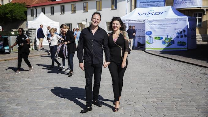 Även fästmön Dominika Peczynski ger sitt stöd till Anders Borg. Foto: LISA MATTISSON EXP