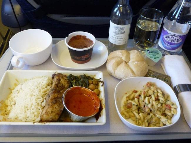 "British Airlines ombord på ett flyg från London till Riyadh, Saudiarabien. <a target=""_blank"" href=""https://www.flickr.com/photos/taigatrommelchen/8904501885/in/photolist-eyRUbz-iUgkVX-jy6sV1-jvA7a3-nTyaHP-ek4xnE-jvA7jw-iUgm3F-dAipv4-gDEoTF-jzyzAX-h99NY-odCxQG-gFtYqG-jzz3r1-gyaELx-62MNzk-8cosDM-ayTfi8-dHAFPw-nTyaE2-wPWsq-6tTLrr-nRFUfi-5kFKcE-9DVxMp-gDLeKw-h99NX-7aGV7G-bxtcjj-8RqdSq-9hffkq-9hfTDq-54a46q-49dJKR-9hfPtJ-7LH9Pq-6zbqMf-4QyWhE-g6yUf-cYcTUh-feXavj-88Xq63-7baWkt-5kUEPN-6ua7RD-ooJnvs-9ecgF2-5gruEv-9efmdS"">Foto: Flickr</a>"