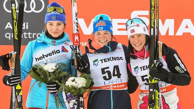Natalja Neprjajeva, Krista Pärmäkoski och Marit Björgen. Foto: KIMMO BRANDT / EPA / TT / EPA TT NYHETSBYRÅN
