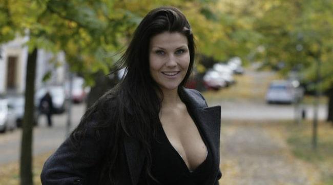 pengar kvinnor stort bröst