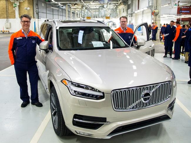 Peter Mertens, vid förardörren, när han 2015 jobbade på Volvo.