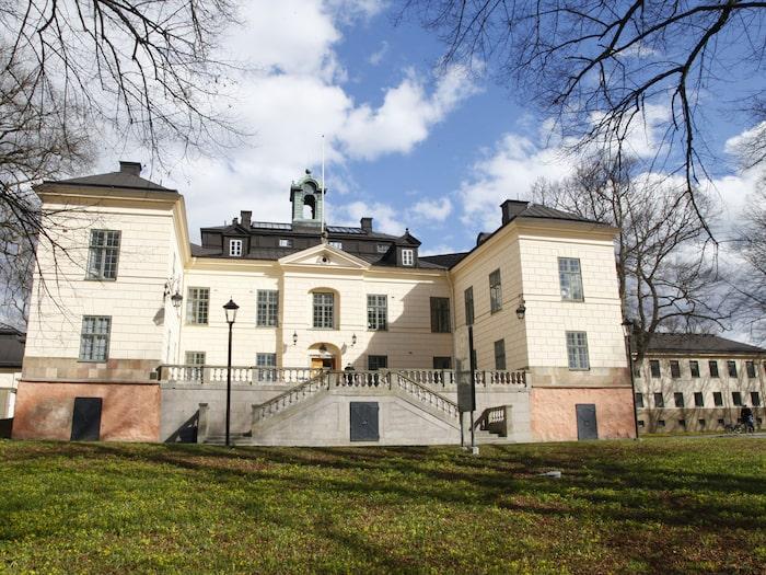 ed4f392342d6 Näsby slott hyrs ofta ut till bröllop och fester och det är drop–in luncher  nästan varje dag,