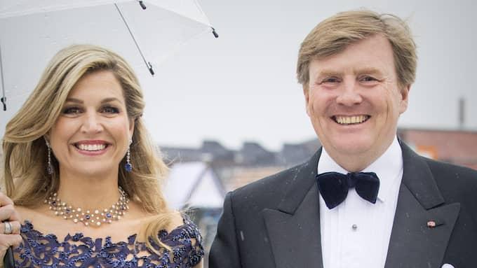 Kung Willem-Alexander av Nederländerna tillsammans med drottning Maxima. Foto: PATRICK VAN KATWIJK