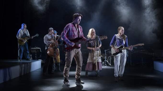 """Den musikantiska ensemblen i """"Bläck eller blod"""". Foto: MARKUS GÅRDER"""