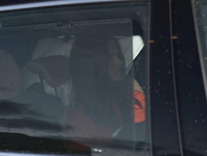 Prinsessan Sofia satt i baksätt, medan prins Carl Philip rattade bilden själv. Foto: / Fritz Schibli