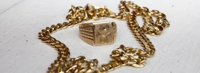 GULDSTÖLDER. En 29-årig man åtalas för en rad guldstölder i Västsverige - efter fyra år. OBS! Smyckena på bilden har ingenting med det stulna guldet att göra. Foto: Mats Endermark
