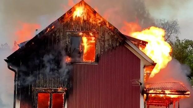 Kraftig brand i villa – kvinna flydde lågorna
