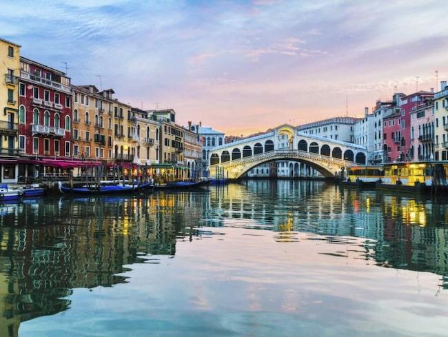 Rialtobron över Canal Grande är ett måste om du är i Venedig.