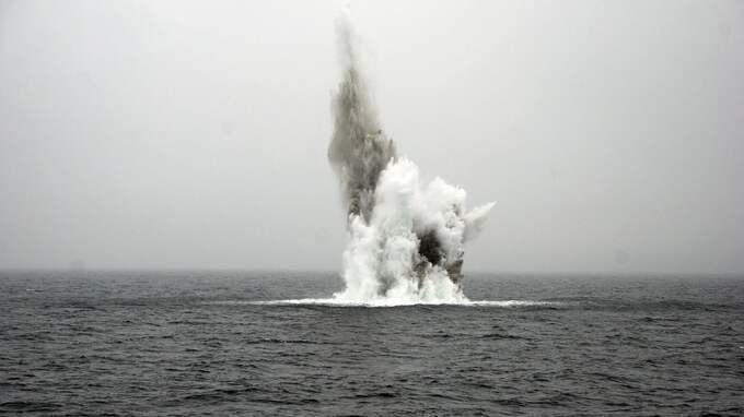 En mina med 300 kilo sprängmedel sprängdes på 30 meters djup. Foto: CHRISTIAN SVENSSON/FÖRSVARSMAKTEN