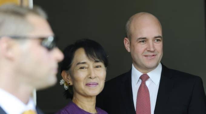 Aung San Suu Kyi och Fredrik Reinfeldt. Foto: Henrik Montgomery / Scanpix