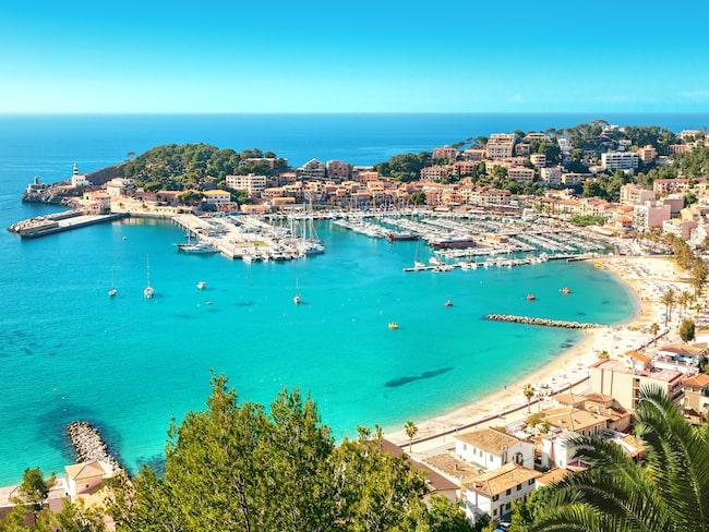 Vid Medelhavet ligger Puerto de Soller vackert! Här kan man hänga i hamnen.