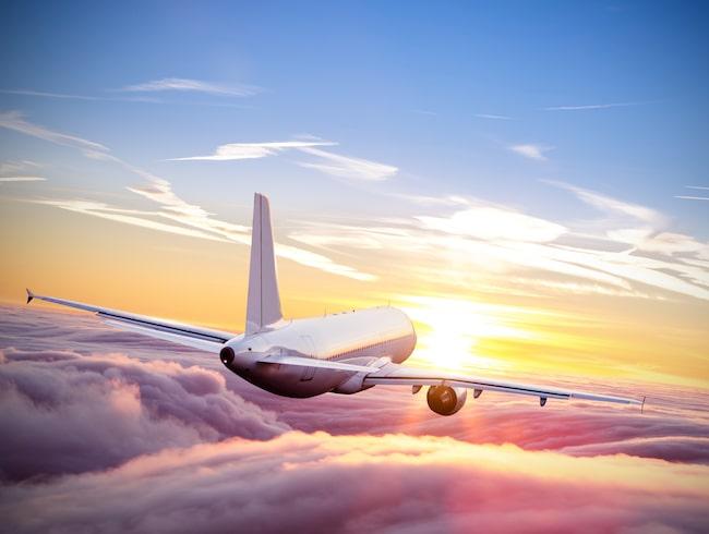 Reglerna för ersättning vid inställt flyg skärps bland annat.