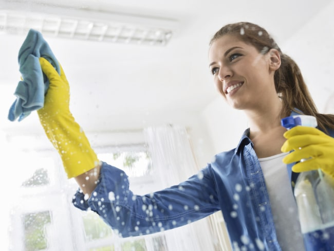 Gör egen fönsterputs och få skinande rena fönster hemma.