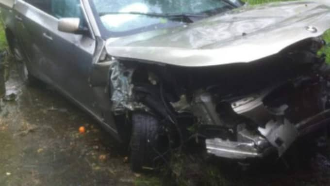 Så såg Sharam Karims bil ut efter kraschen. Foto: Privat