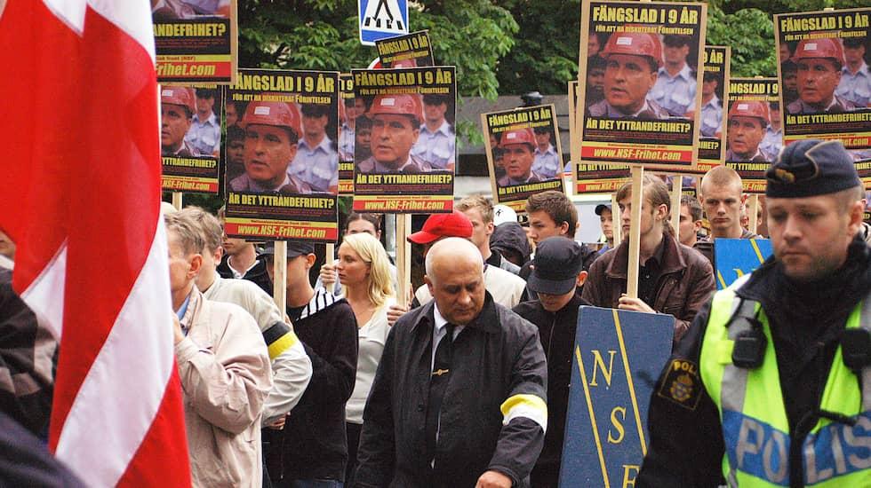 Anatolij Udodov har dykt upp på flera nazistiska sammankomster i Sverige, som representant för Ryska Imperiska Rörelsen. Som 2007 då han deltog i en march i Stockholm för frigivandet av förintelseförnekaren Ernst Zündel arrangerad av Nationalsocialistisk front. Foto: Expo